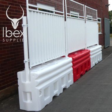 RB22 crash barriers with hoarding panels